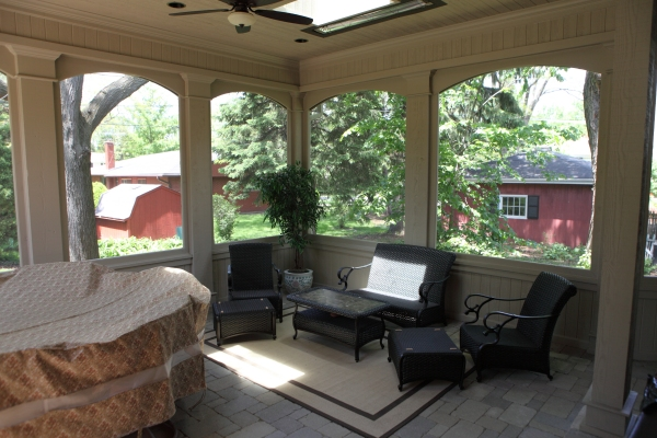 Screened-in Porch 05 - by Battaglia Homes